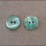 Small green shellbutton 2 holes, 10 mm